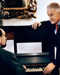 0012-Herr-Rydl-mit-Herrn-Kremslehner-an-Wagners-Klavier